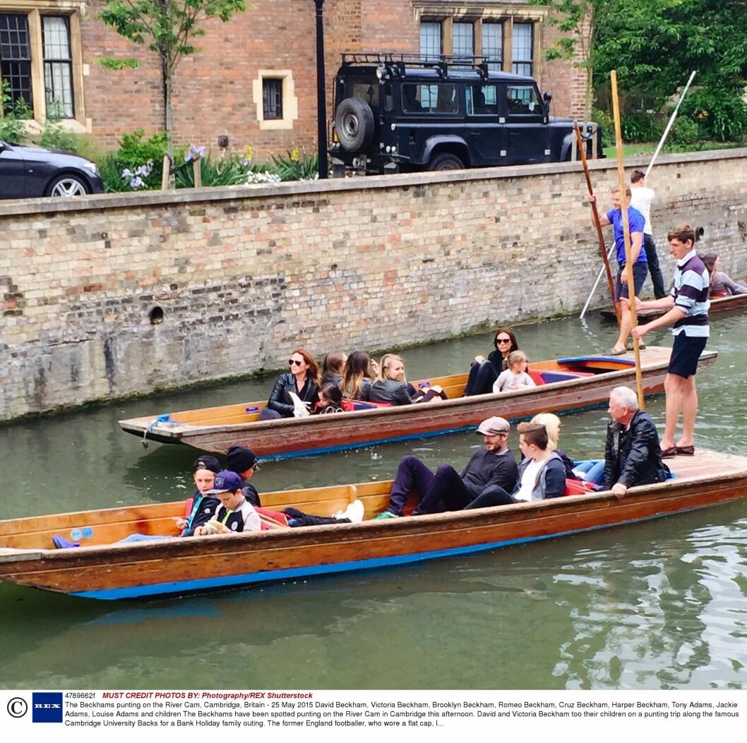 SAMLET: Hele familien Beckham, på begge sider, hygget seg på kanalbåttur på The River Cam i Cambridge mandag denne uken. Foto: NTB Scanpix