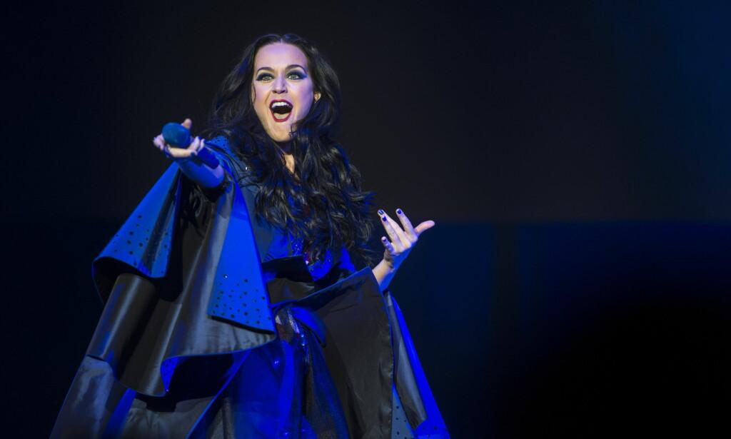 STJERNE: Katy Perry er en av Hillary Clintons største tilhengere. I natt fikk artisten med seg 15 000 velgere i Philadelphia i staten Pennsylvania tre dager før valget. Foto: Øistein Norum Monsen / Dagbladet