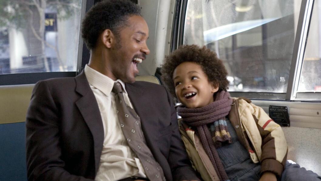 """NÆRT FORHOLD: Will og Jaden har alltid hatt et godt forhold. Her er de sammen i filmen """"Pursuit of Happyness"""", som ble spilt inn da Jaden bare var åtte år gammel. Foto: Scanpix"""