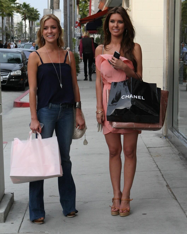 TV-STJERNE: Cavallari ble kjent gjenno realityshowene Laguna Beach og The Hills. Her med The Hills-venninnen Audrina Patridge i 2010. Foto: Splash News