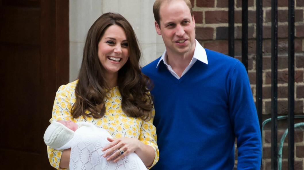 MINNES MOREN SIN: Mandag ble navnet på hertuginne Kate og prins Williams første datter offentliggjort. Den nyfødte prinsessen har fått navnet Charlotte Elizabeth Diana, og er således oppkalt etter både avdøde prinsesse Diana og dronning Elizabeth.  Foto: Polaris