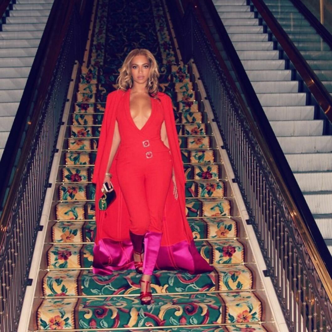 DRAMATISK: Beyoncé delte dette bildet av antrekket sitt på Instagram.   Foto: SipaUSA