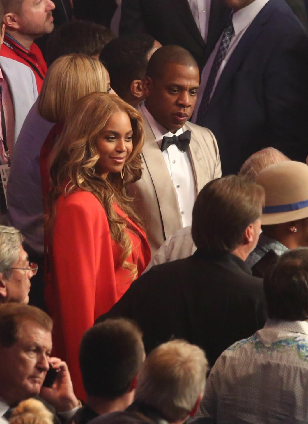 SUPERSTJERNER: Beyoncé og Jay Z krevde stive priser på den eksklusive festen de arrangerte etter boksekampen.  Foto: Zuma Press