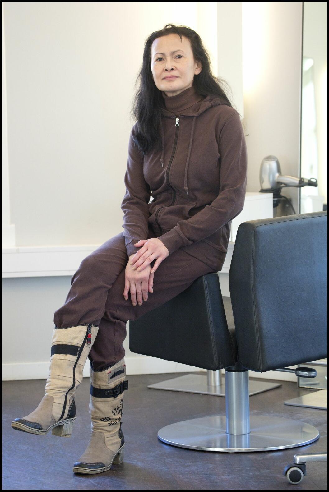 AVSLAPPET STIL: La-ead Jensen jobber på en skole og går praktisk kledd til hverdags. Når hun kommer hjem, bytter hun til kosedressen.  Foto: Henning Jensen/Se og Hør