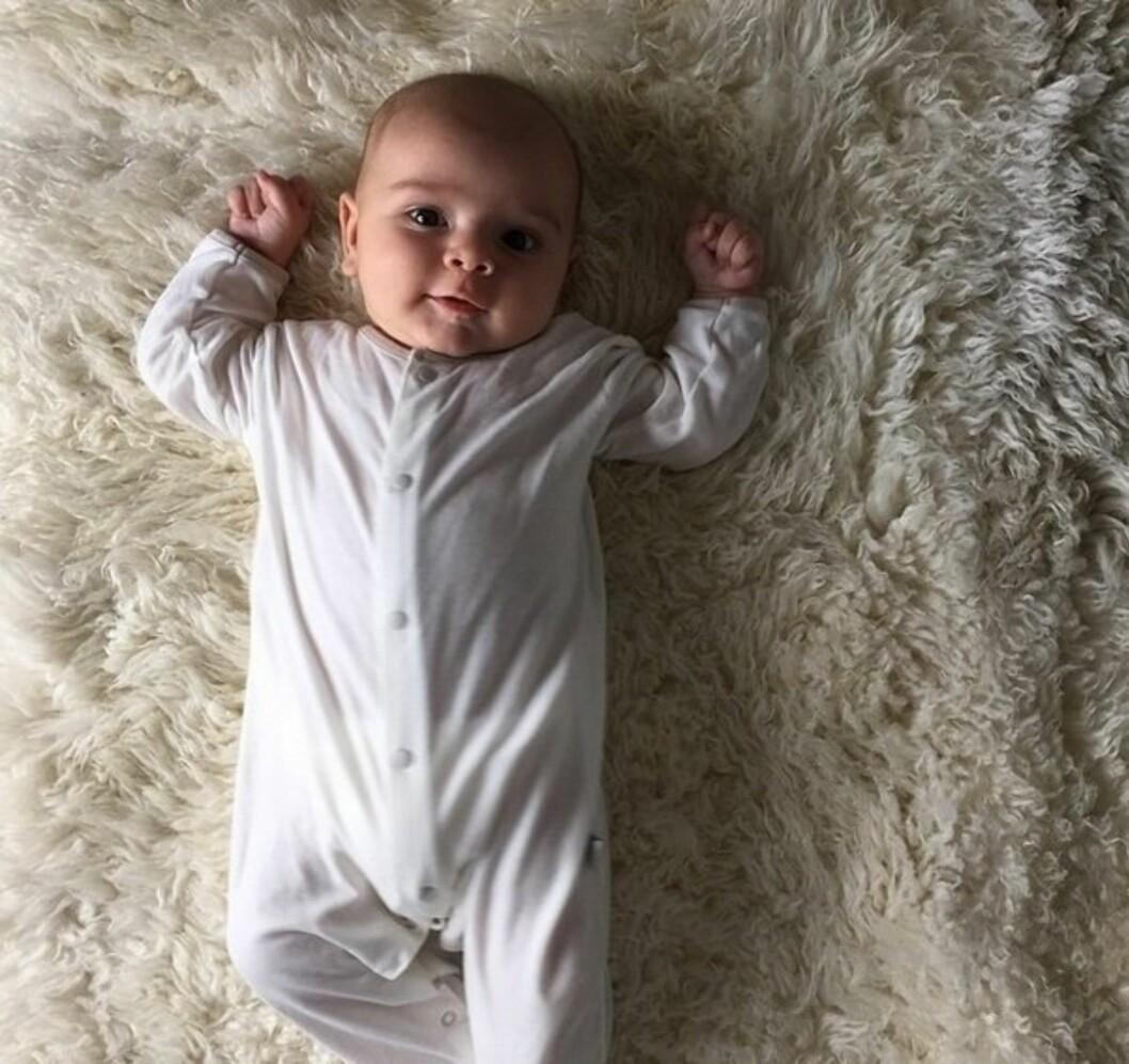 VISTE FRAM REIGN: Tidligere denne måneden la Kourtney ut et bilde av lille Reign på sin Instagram-side. Foto: Instagram