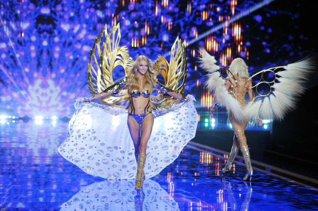 GUDINNE: Lindsay Ellingson i et gullantrekk tilsynelatende inspirert av gresk mytologi. Foto: Stella Pictures