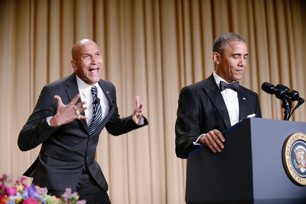 TULLET MED SEG SELV: Tradisjonen tro leverte president Barack Obama en festlig tale der han gjorde narr av seg selv - her ved hjelp av skuespiller Keegan-Michael Key, som spilte «Luther, president Obamas sinne-oversetter». Foto: DPA