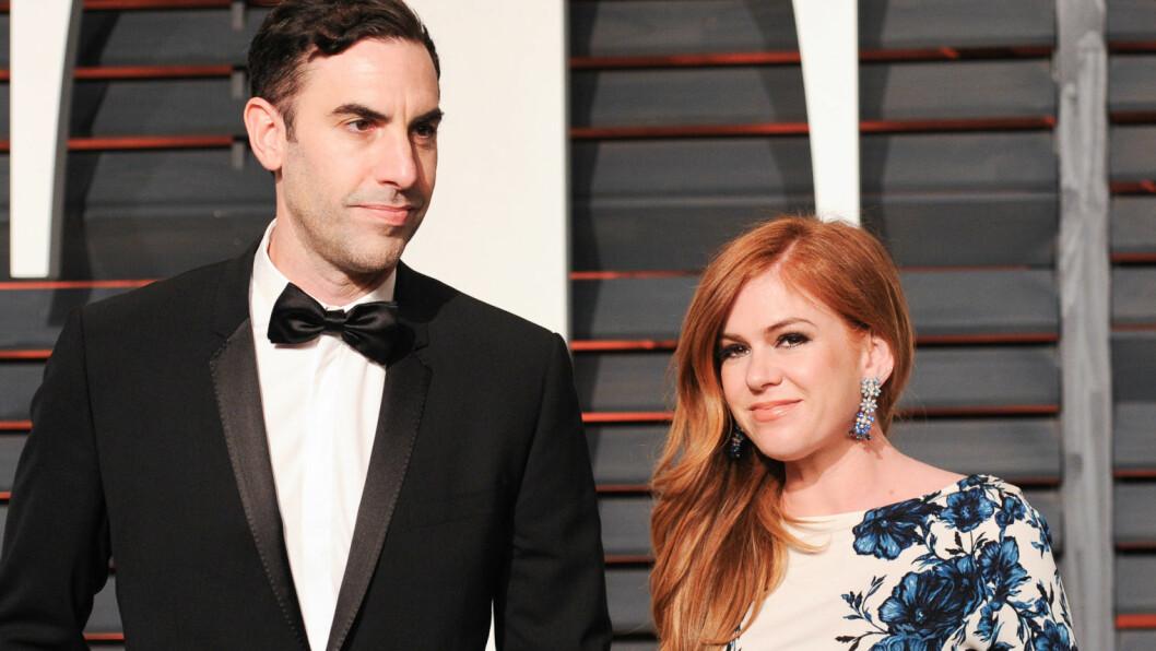 <strong>BLE FORELDRE I STILLHET:</strong> Hollywood-paret Sacha Baron Cohen og Isla Fisher ble foreldre for tredje gang - for én måned siden. Først nå avsløres kjønnet og navnet på den lille. Her er paret sammen på Vanity Fairs Oscar-fest i februar, få uker før fødselen.  Foto: SipaUSA