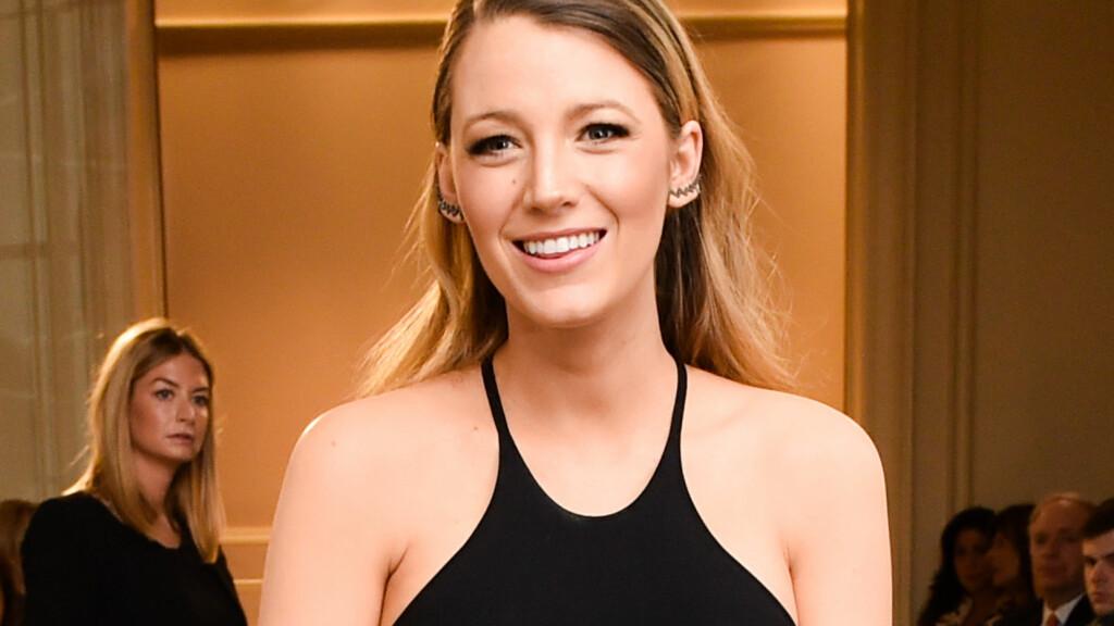 ELSKER MAMMAROLLEN: Skuespiller Blake Lively åpner seg om det nye familielivet etter at hun og ektemannen Ryan Reynolds ble foreldre for første gang. Her på Marchesa-motevisning i New York i februar. Foto: SipaUSA