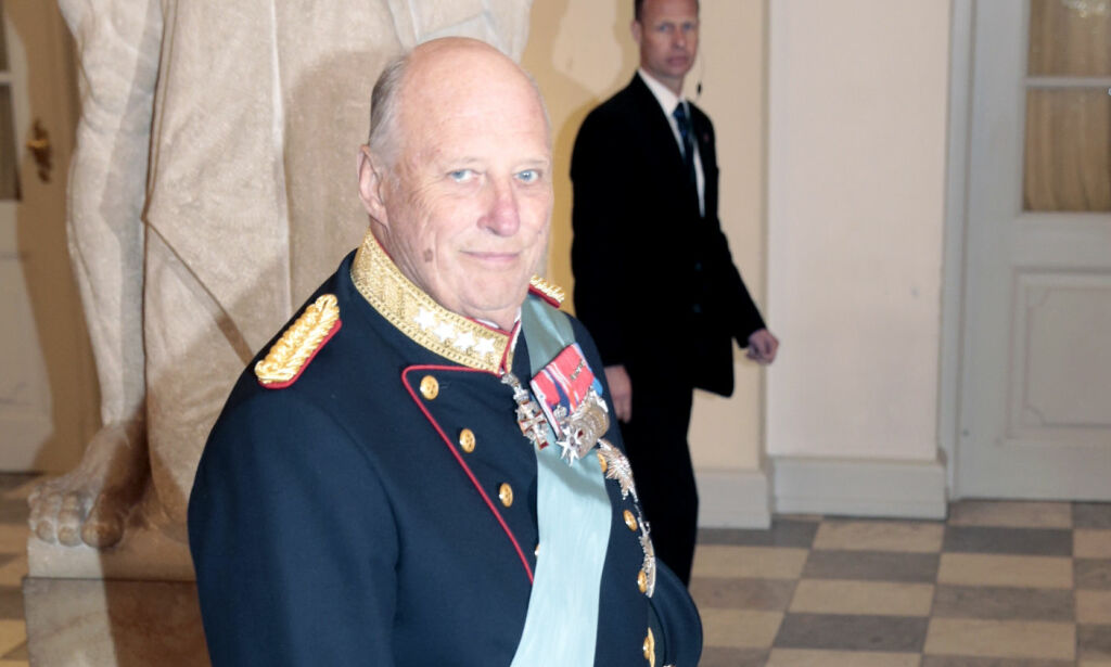 Kong Harald hyller dronning Margrethe