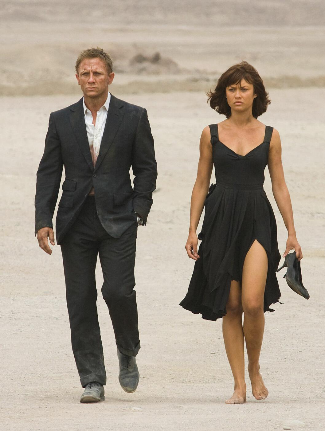 BOND-FILM: TV-stuntet skjedde på premieren til filmen Quantum of Solace, der Daniel Craig og Olga Kurylenko spilte hovedrollene. Sistnevnte var til stede på den røde løperen da Svendsen skapte oppstyr. Foto: Filmweb