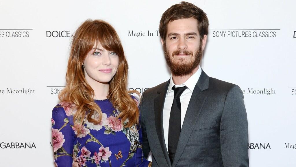 VANSKELIG KJÆRLIGHET: Emma Stone og Andrew Garfield skal slite med å klare å holde liv i kjærligheten på grunn av at begge reiser hver for seg som skuespillere. Foto: Afp