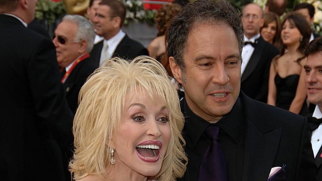 FEIRER 50 ÅR: - Vi er så stole av ekteskapet vårt. Det er begges første og siste, har Dolly Parton innrømmet om ekteskapet med Carl Thomas Dean.  Foto: NTBScanpix