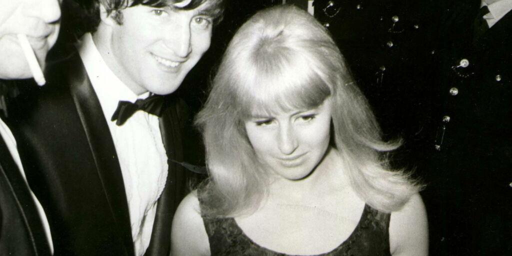 image: John Lennons første kone er død