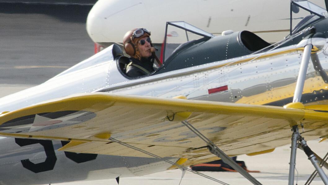 ERFAREN FLYGER: Harrison Ford har vært pilot siden 1960-tallet, og har til sammen 11 småfly og helikoptre. Her fotografert i flyet han krasjet med - som ble brukt under 2.verdenskrig. Foto: Stella Pictures