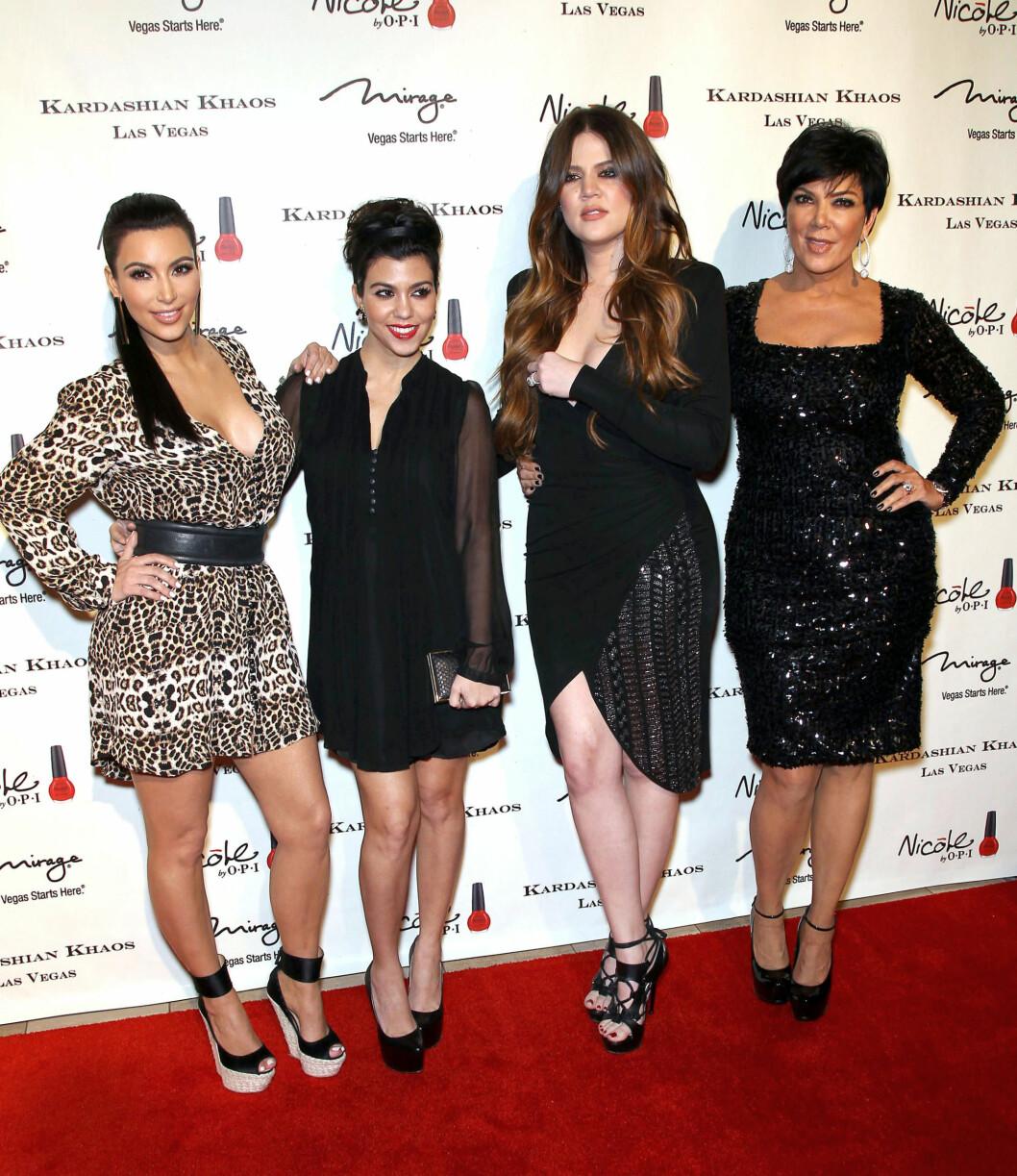POPULÆRE KVINNER: Khloe Kardashian med storesøstrene Kim og Kourtney Kardashian, og moren Kris Jenner. Foto: All Over Press