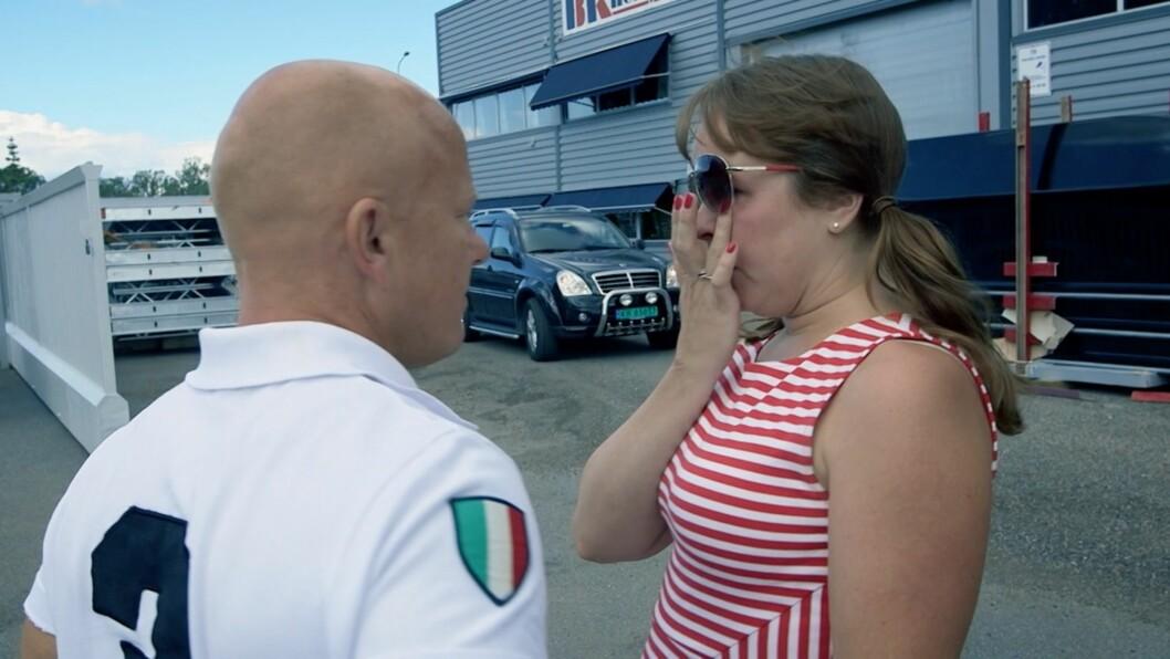 MOTLØS OG FORTVILET: Tine sliter kraftig med å kjøre bil, men ønsker likevel å ta lappen. I ukens «Bertrands metode» håper hun å få hjelp fra mentaltrener Erik Bertrand Larssen. Foto: TV3