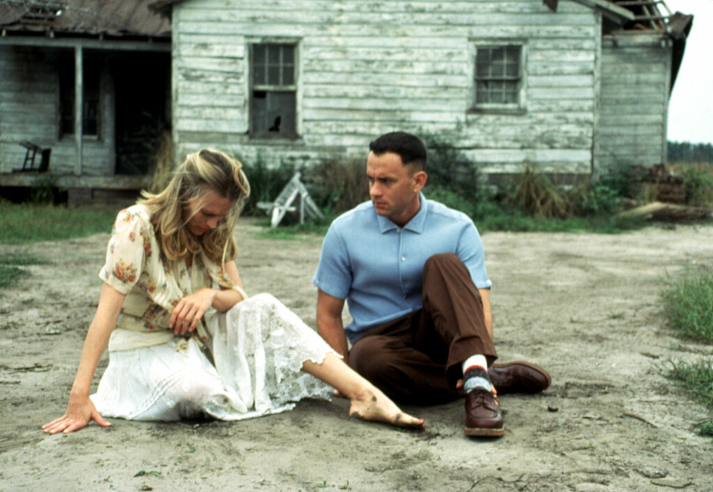 SPILTE KJÆRESTEN TIL FORREST GUMP: Robin Wright i rollen som Jenny i filmen «Forrest Gump». Her er hun i en scene med Tom Hanks. Foto: ©Paramount/Courtesy Everett Collection/All Over Press