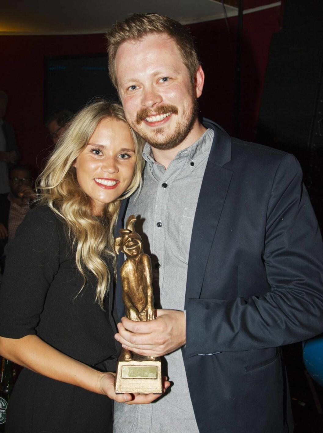 <strong>KJÆRESTEN:</strong> På Komiprisen i 2013 fikk Einar Tørnquist (31) prisen som årets nykommer. På utdelingen viste han frem kjæresten Linn Bjørnsen (26) for første gang. Foto: Se og Hør