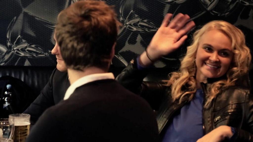REALITYSTJERNE: Charlotte Thøgersen fra TV 2-serien «Farmen» er også med i videoen. Foto: Adrian Hopkinson Dahl/Andreas Carlsen