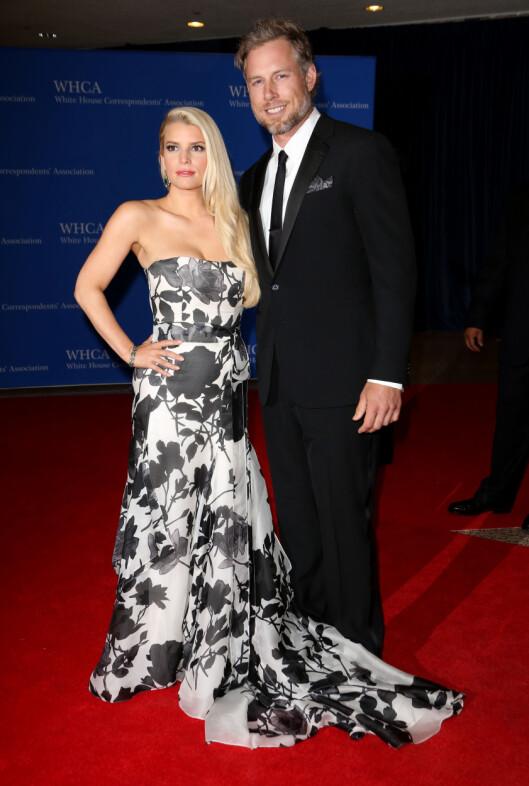LYKKELIG PAR: Jessica Simpson og Eric Johnson giftet seg i sommer, og har tydeligvis fortsatt et hett forhold. Foto: All Over Press