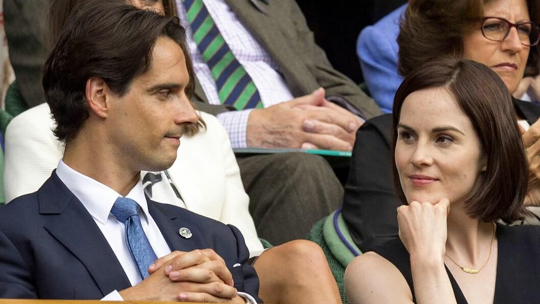 NYFORLOVET: Michelle Dockery skal nylig ha forlovet seg med John Dineen. Her er de to sammen på Wimbledon.  Foto: REX/All Over Press