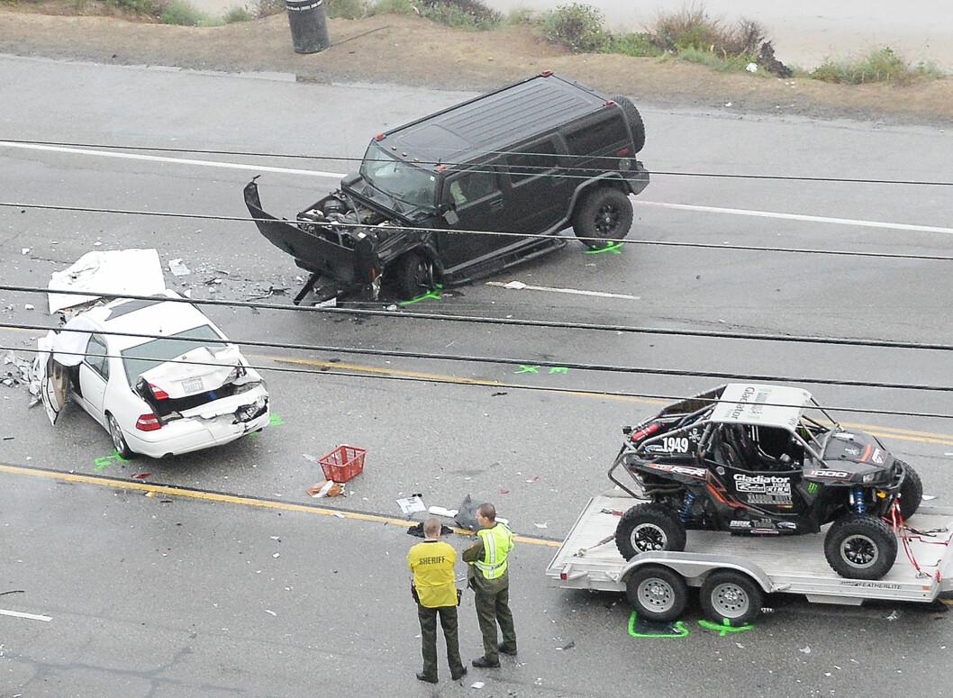 KJEDEKOLLISJON: Bruce Jenner skal ha kjørt som bil nummer tre i kjedekollisjonen som kostet ett menneskeliv. - En forferdelig tragedie, sier han selv om ulykken. Foto: Splash News/ All Over Press