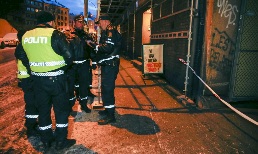 BER OM TIPS: Politiet ber om tips fra publikum om knivstikkingen på Bjølsen søndag morgen. Foto: Terje Pedersen / NTB scanpix