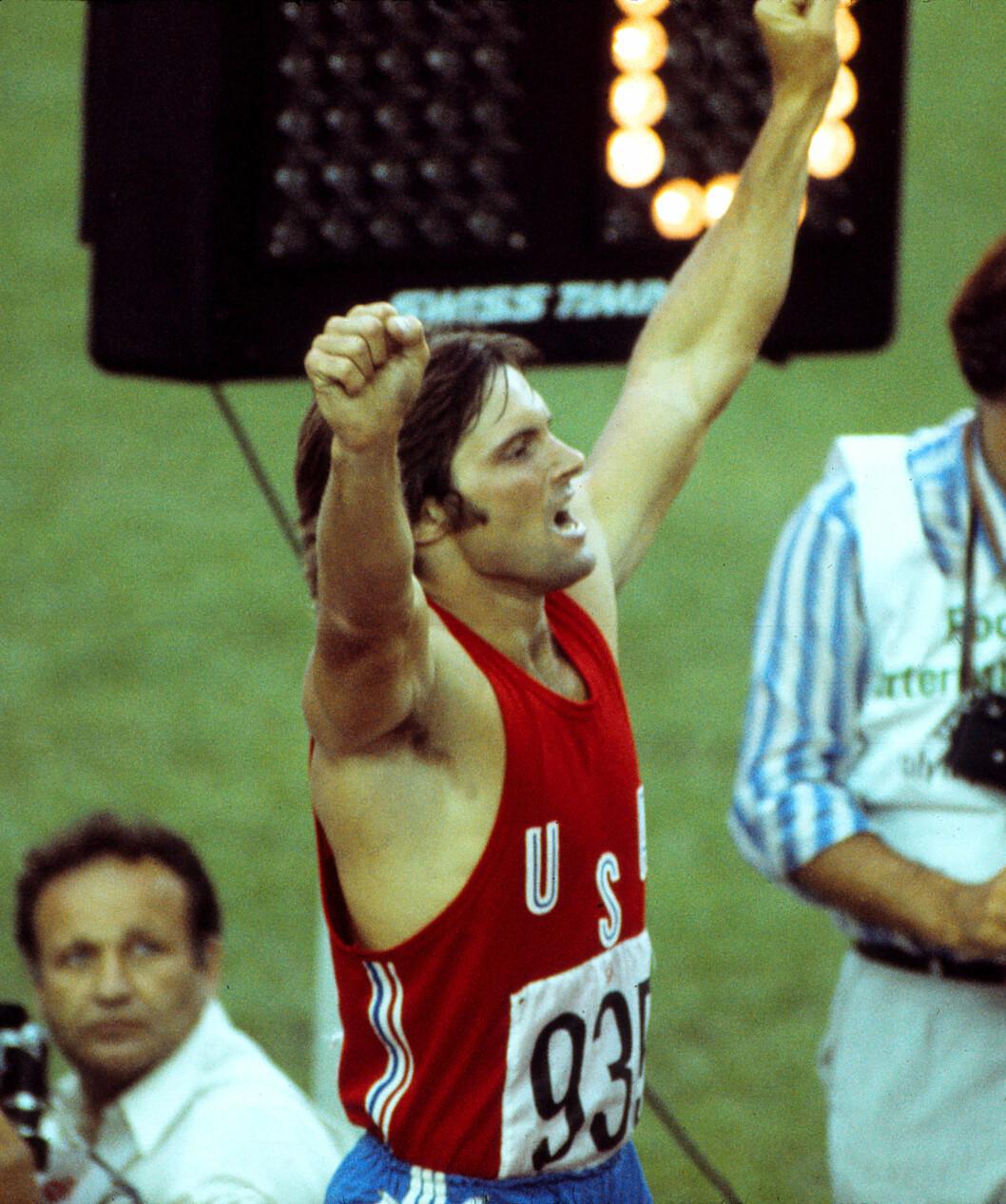 IDRETTSHELT: Bruce Jenner jublende etter at OL-gullet i tikamp var et faktum under OL i Montreal i 1976.  Foto: (c) Colorsport/Corbis/All Over Press