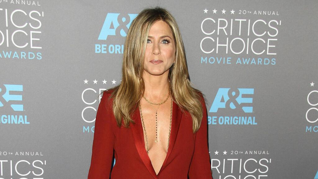SLET I OPPVEKSTEN: Jennifer Aniston vokste opp med dårlig selvbilde, og det hjalp ikke at moren kritiserte henne til stadighet. Her er hun under Critics Choice Movie Awards tidligere denne måneden. Foto: Stella Pictures