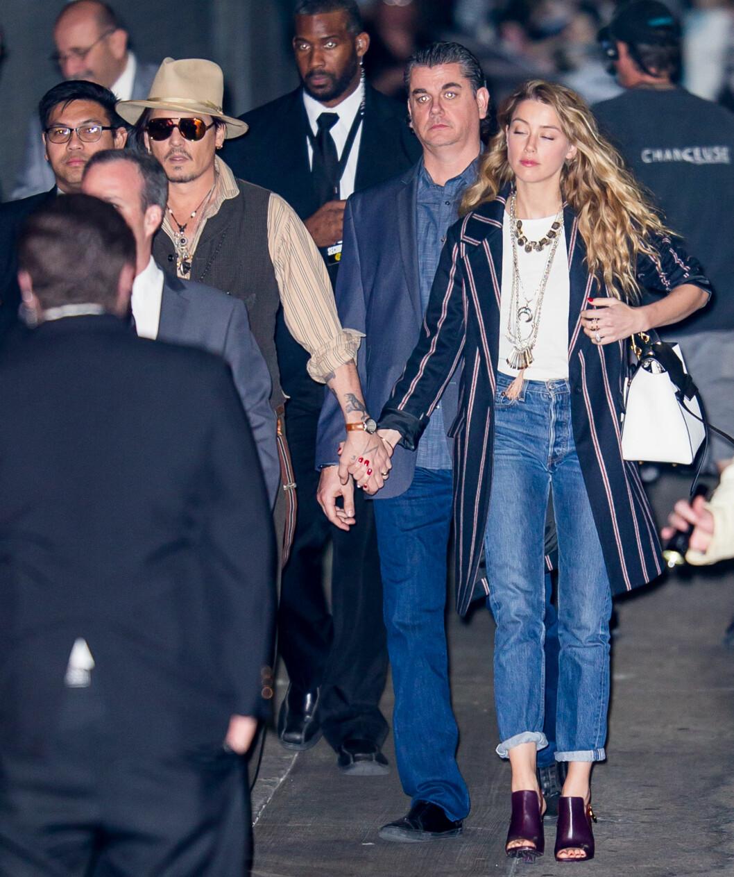 HÅND I HÅND: Johnny Depp og Amber Heard forlot Jimmy Kimmel show hånd i hånd etter flere måneder med bruddrykter. Foto: VIPix / Splash News/ All Over Press