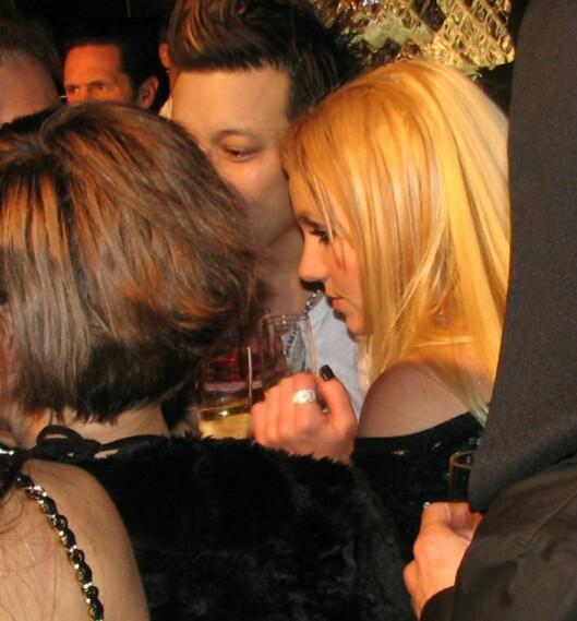 BERUSET: Britney Spears på en nyttårsfest i Las Vegas den siste dagen i 2006. Ifølge All Over Press kollapset hun på festen etter å ha styrtet flere glass champagne. John Sundahl skal ha hjulpet henne med å få kontroll på drikkingen. Foto: Splash News/ All Over Press