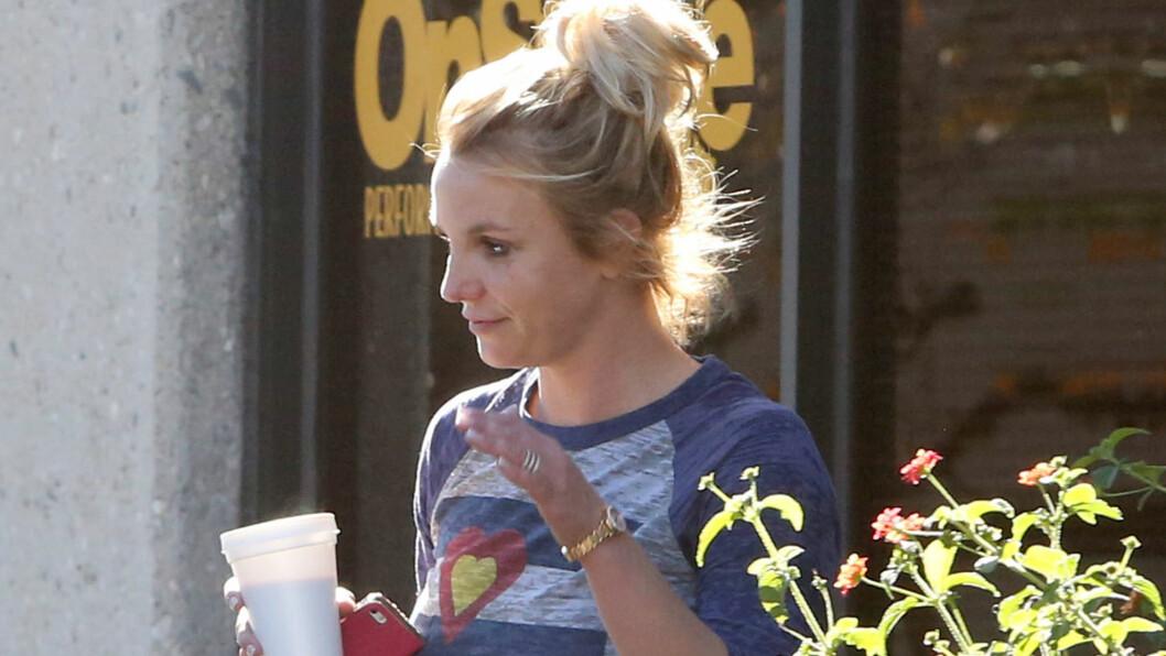 I SORG: Ifølge Daily Mirror skal Britney Spears være svært lei seg etter å ha fått den opprivende nyheten om at eksen og terapeuten hennes, John Sundahl, er blitt drept i Afghanistan. Her er hun avbildte ved et dansestudio i Thousand Oaks, California torsdag.  Foto: Stella Pictures