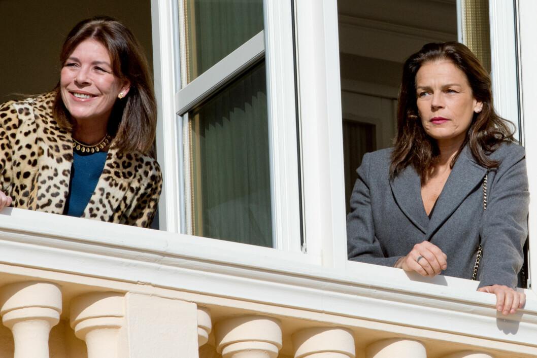 STOLTE TANTER: Prinsesse Stephanie og Prinsesse Caroline var også på plass for å hylle sine nye slektninger. Foto: Stella Pictures