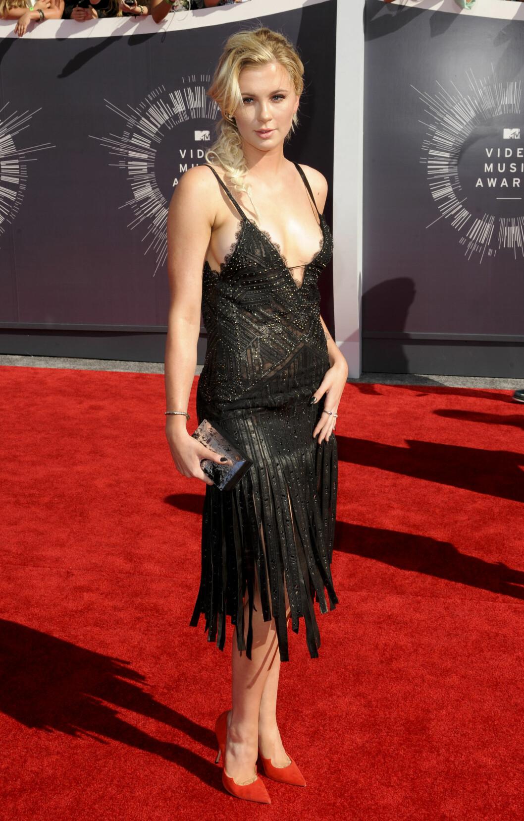 <strong>SEXY:</strong> Ireland Baldwins Roberto Cavalli-kjole avslørte det meste på MTV Video Music Awards i slutten av august. Antrekket sikret henne kun en toer på terningen fra skeptiske lesere. Foto: REX/Picture Perfect/All Over Press