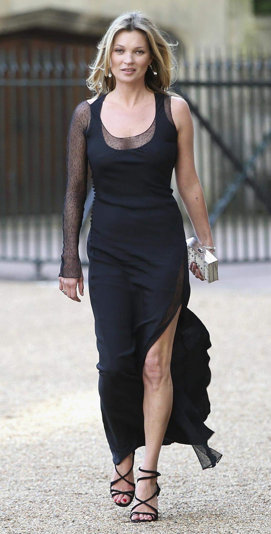 <strong>UVANLIG:</strong> Supermodell Kate Moss klarte ikke å vekke lesernes begeistring med denne gallakjolen på Windsor Castle i midten av mai. Hun fikk terningkast to for antrekket sitt. Foto: Stella Pictures
