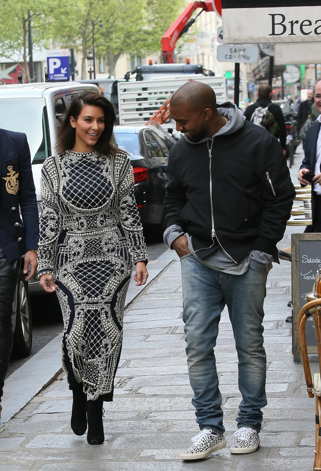 MEKTIG PAR: Kim Kardashian og Kanye West ser ut til å bli enten elsket eller hatet verden over. Nå gjenstår det å se om 2015 blir nok et suksessår for Kim og ektemannen. Her er de avbildet sammen på luksusshopping i Paris i april 2014. Foto: Stella Pictures