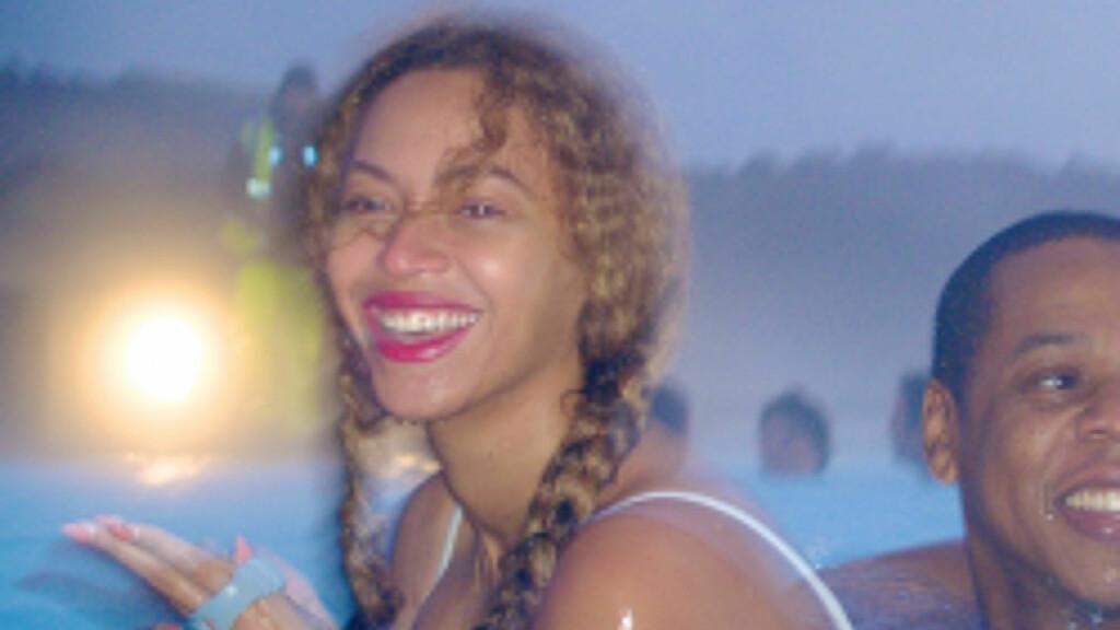 BADENYMFE: Beyonce og Jay Z storkoste seg i den blå lagune. Foto: Stella Pictures