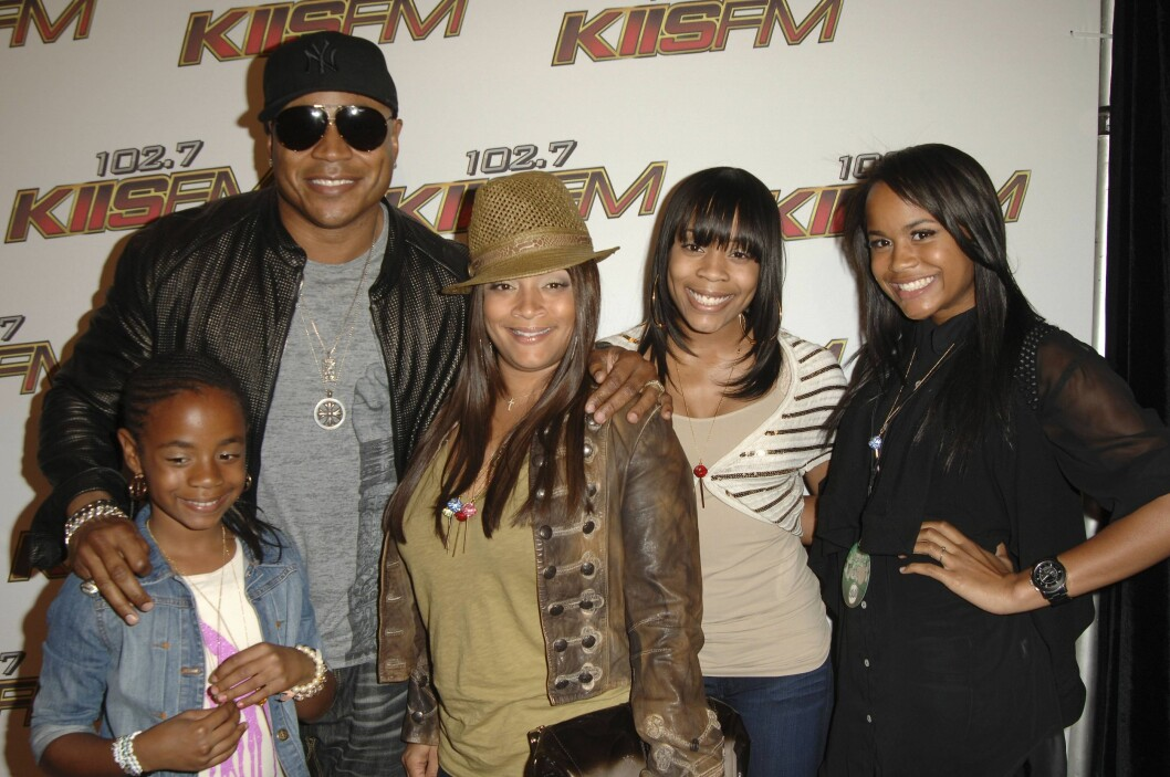 LL Cool J with wife Simone Johnson (C) and their daughters Italia, Samaria and Nina WANGO TANGO CONCERT RED CARPET Los Angeles PUBLICATIONxNOTxINxUSAxUK Entertainment People kbdig xng 2011 quer premiumd o0 with wife Simone Johnson (C) and their daughters Italia, Samaria and Nina, Frau, Familie, Kind, Tochter Foto: All Over Press