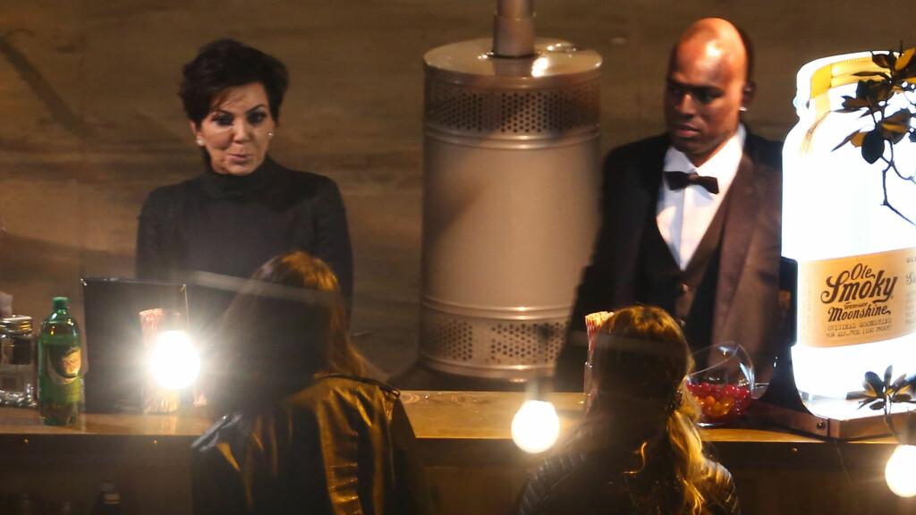 DET FØRSTE BILDET: Kris Jenner og kjæresten Corey Gamble fotografert under Lance Bass' bryllup i Los Angeles denne helgen.  Foto: Stella Pictures