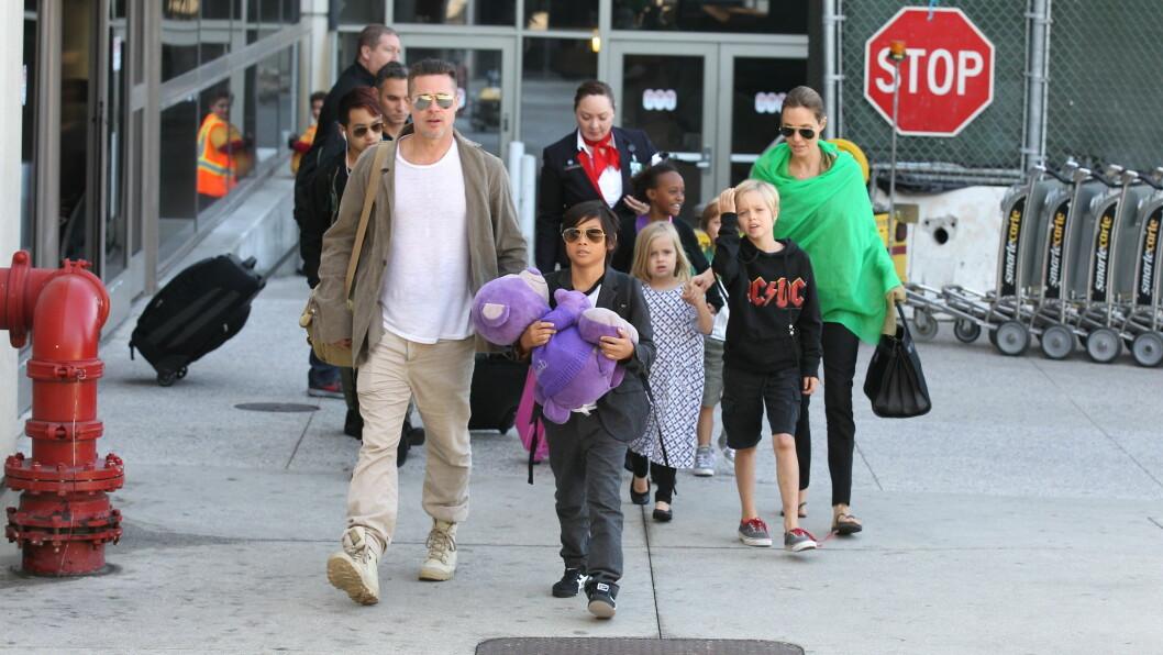 BLIR OVERVÅKET: Brad Pitt og Angelina Jolie sine seks barn, Maddox, Pax, Zahara, Shiloh, Knox og Vivienne, blir overvåket på nettet. Foto: Stella Pictures