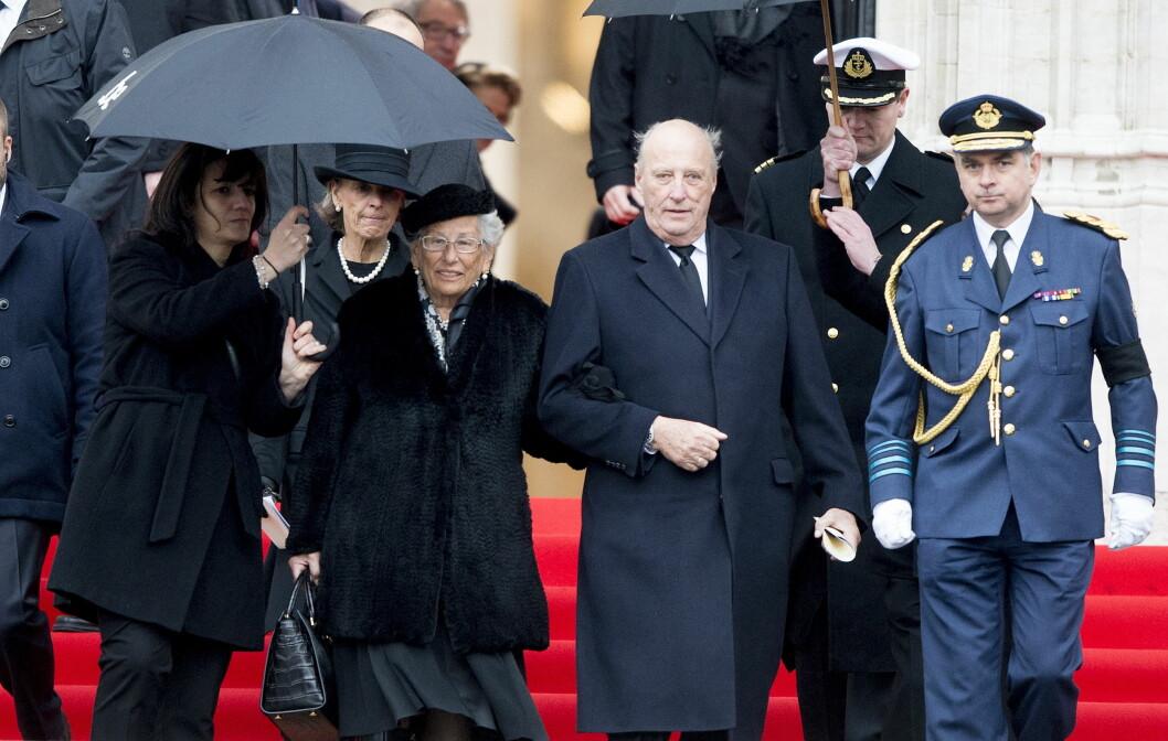 Prinsesse Astrid og kong Harald hadde tatt turen til Nederland forrige fredag.  ***Funeral of Queen Fabiola at the St. Michael and St. Gudula Cathedral in Brussels, Belgium, Dec. 12th, 2014.*** *** Local Caption *** 15.19351235 Foto: action press/All Over Press