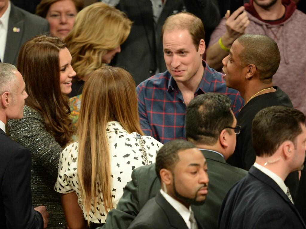 STJERNEMØTE: Under pausen fikk hertuginne Kate og prins William slått av en prat med Jay-z og Beyonce.  Foto: James Whatling / Splash News/ All Over Press