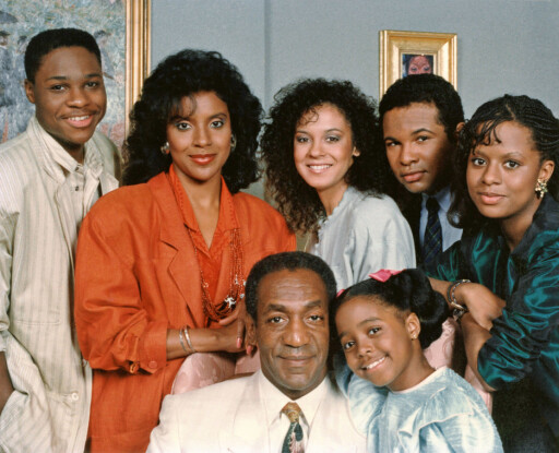 TV-STJERNE: Bill Cosby (foran) sammen med gjengen i «The Cosby Show» (1984-92). Øverst f.v: Malcolm-Jamal Warner, Phylicia Rashad, Sabrina Le Beauf, Geoffrey Owens og Tempestt Bledsoe. Keisha Knight Pulliam sammen med Cosby. Foto: ©Carsey-Werner Co/ Everett Collection/All Over Press