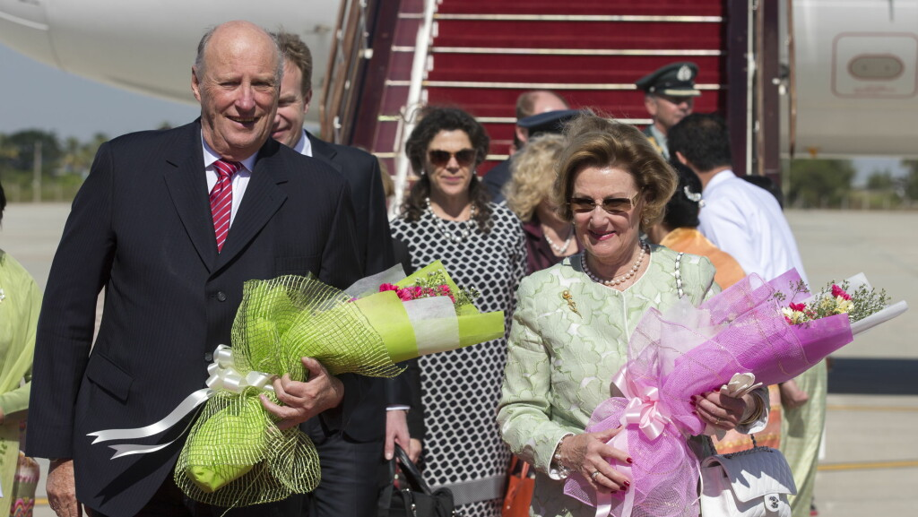 MYANMAR: Kong Harald og dronning dronning Sonja gratulerer barnebarnet med dagen. Foto: Andreas Fadum
