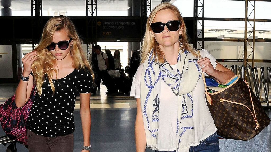FLAU: Datteren Ava er ikke veldig glad i nakenscenen til Reese Witherspoon. Foto: All Over Press