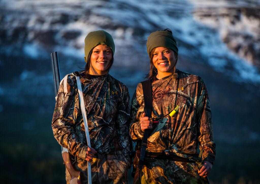 TIL USA: Johanne og Kristine Thybo Hansen reiser til USA i programmet Jegertvillingene, som vises på TVNorge neste år. Foto: TVNorge