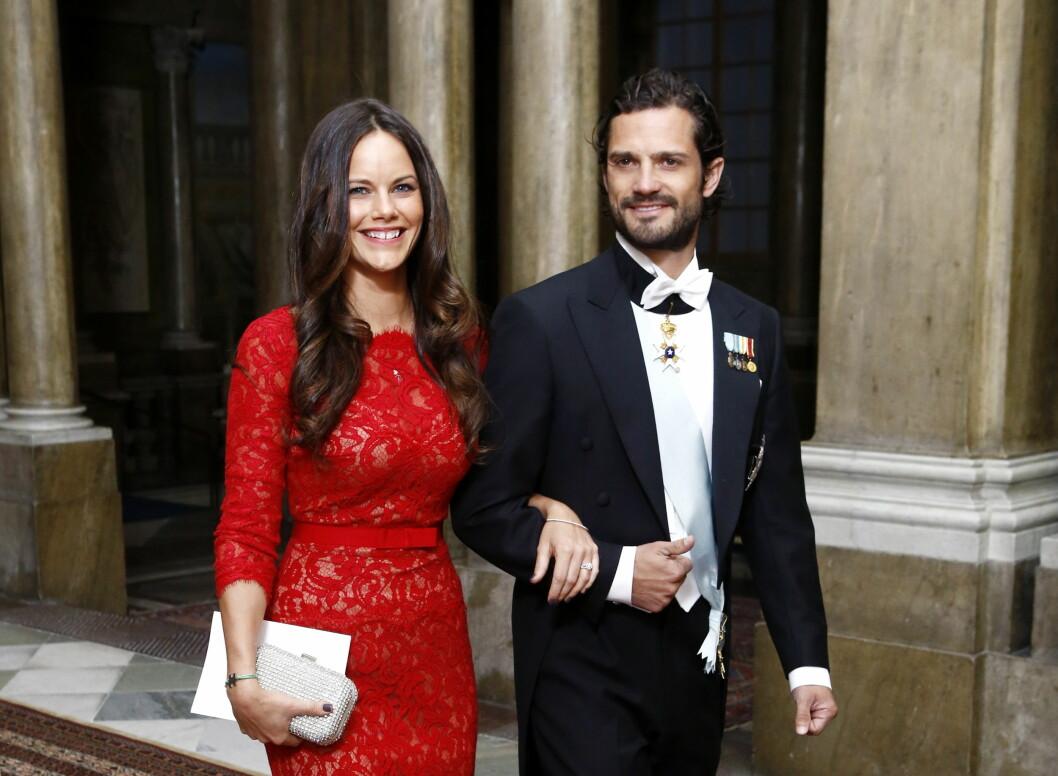 DEBUT: Sofia Hellqvist strålte på sin slottsdebut - og hennes blivende ektemann var stolt som en hane. Foto: All Over Press