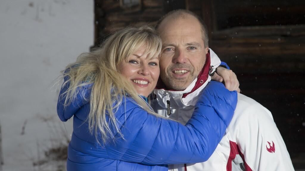 FORNYER BRYLLUPSLØFTENE: Eli Kari Gjengedal og Tom Saxegaard giftet seg i Las Vegas i april. Neste år reiser de tilbake for å gifte seg igjen. Foto: Se og Hør