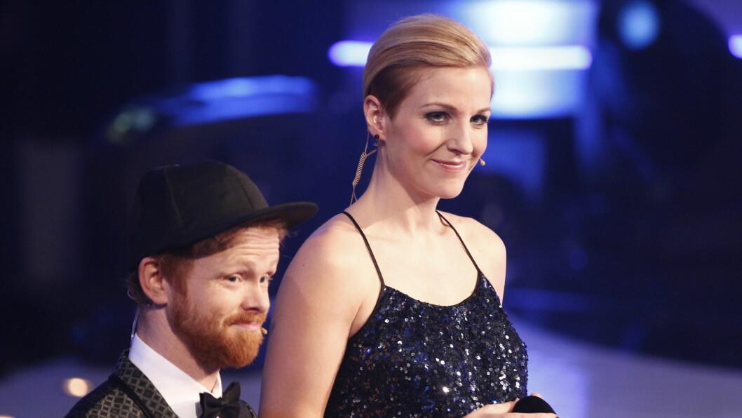 POPULÆR PROGRAMLEDER: Guri Solberg er en av TV 2s mest rutinerte programledere. Her leder hun Idol-finalen i 2011 sammen med Ravi. Fredag er hun igjen tilbake i programmet. Foto: Stella Pictures